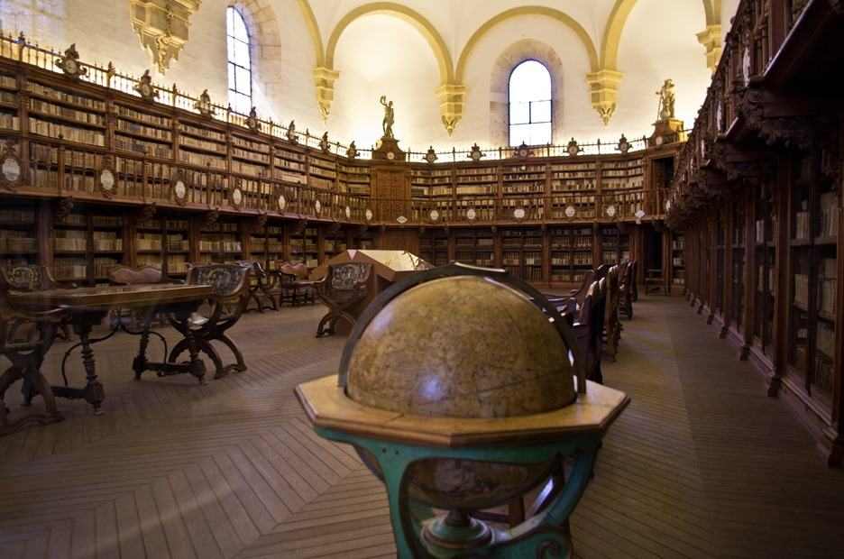 Library in University of Salamanca By Antoine Taveneaux, Wikimedia Commons