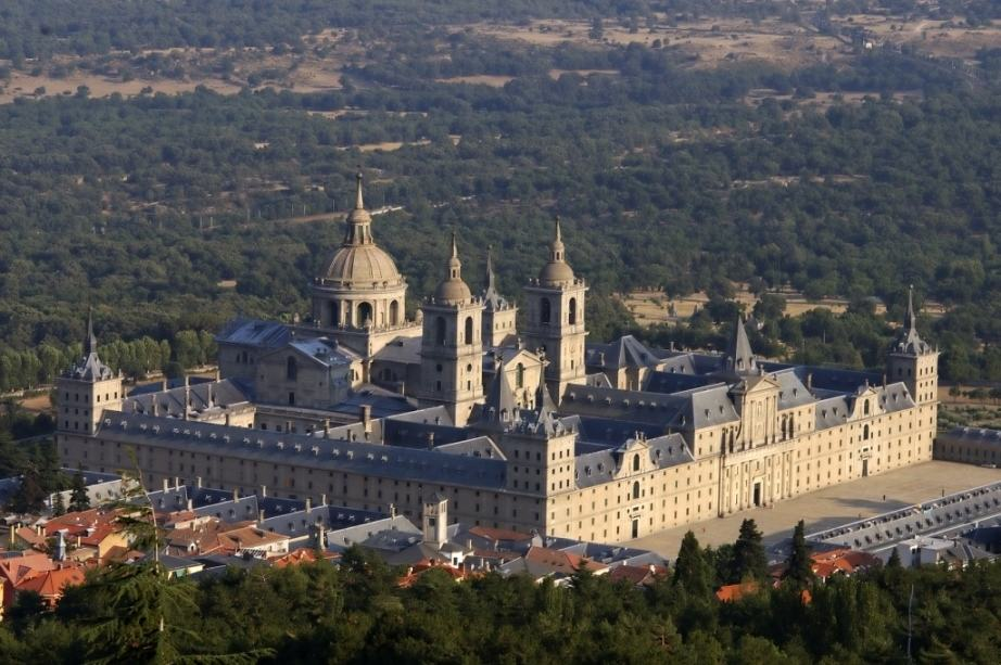 Vista Aerea del Monasterio de El Escorial (Aerial View of the Monastery of El Escorial) By Turismo Madrid Consorcio Turístico from Madrid, España, Wikimedia Commons