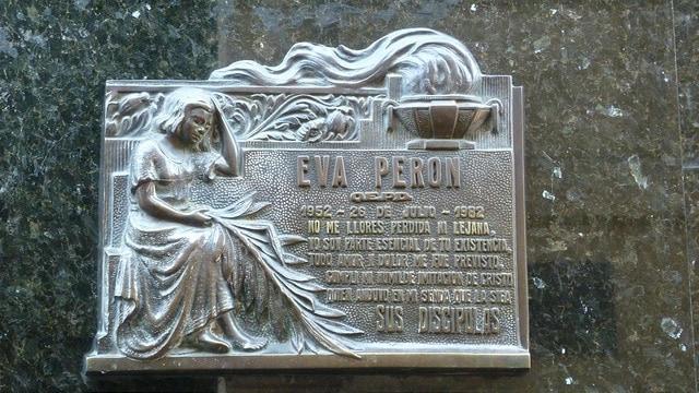 La Recoleta Cemetery - Buenos Aires Argentina by V. T. Polywoda (via Flickr)